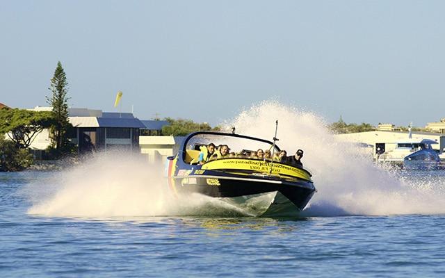 Paradise-Jet-Boating-Sea-World-turn-and-spray