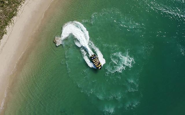 Paradise-Jet-Boating-Wave-Break-Island-action-aerial-image